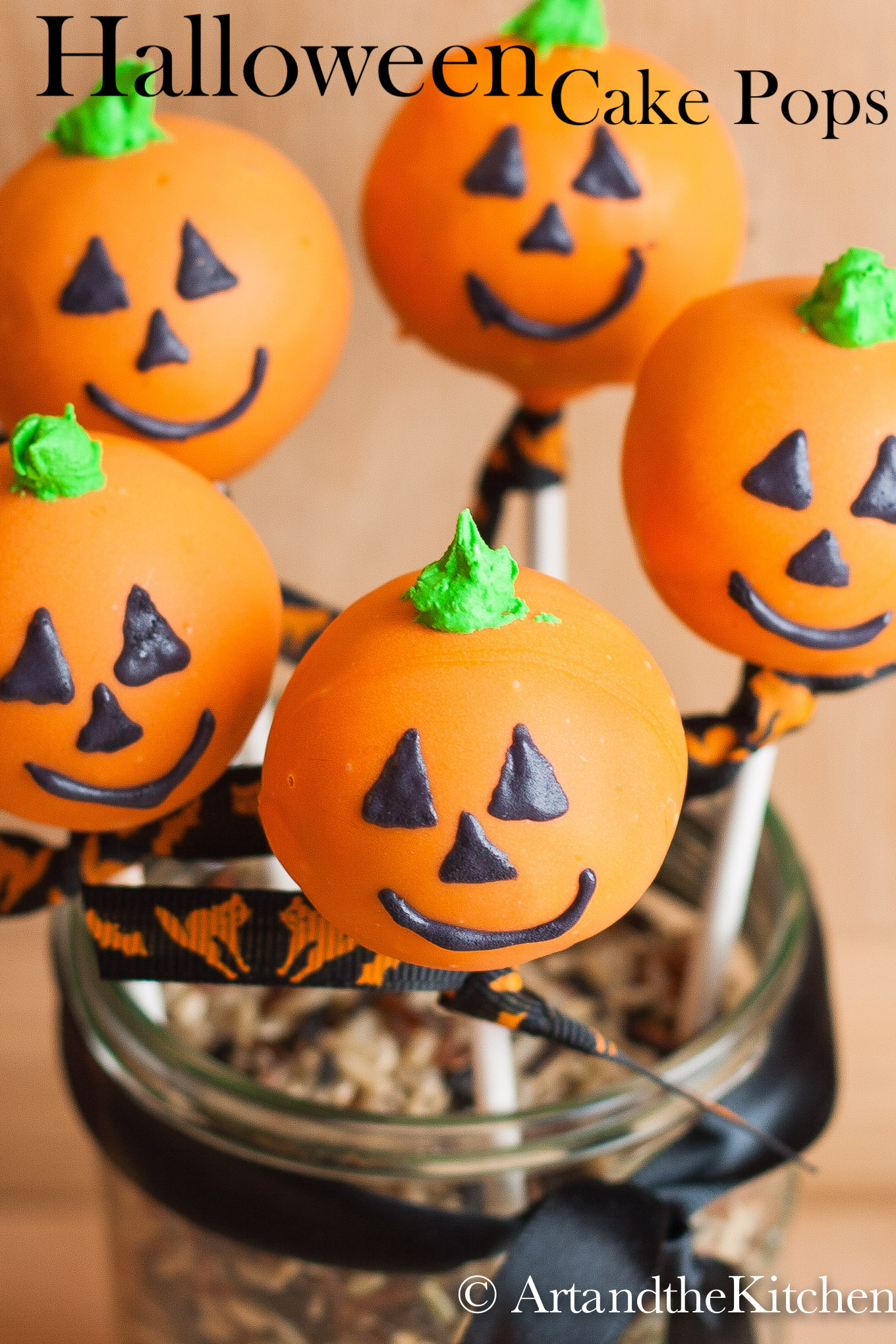 Delicious Halloween Cake Pops decorated like Jack O Lanterns make great treats for a Halloween Party and yummy homemade treats for those special Trick-or-Treaters. via @artandthekitch
