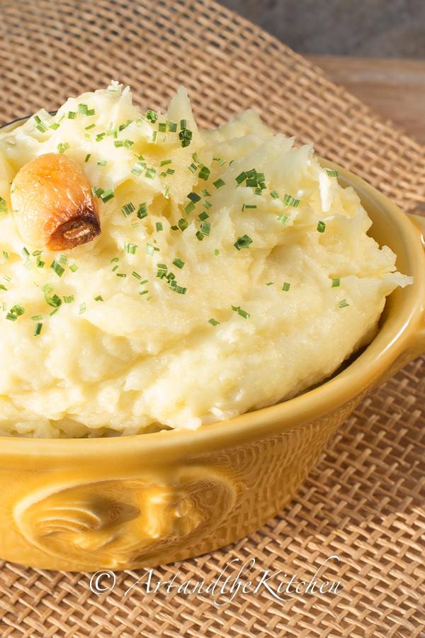 recipe to make delicious Garlic Mashed Potatoes. Mashed potatoes ...