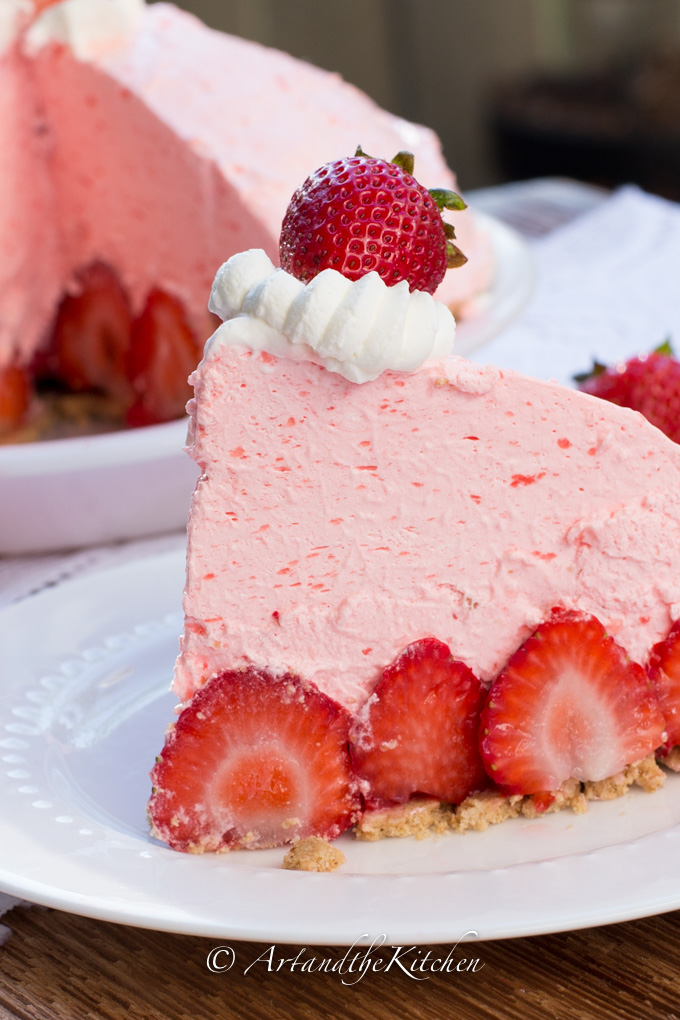 No Bake Strawberry Cheesecake Pie | Art and the Kitchen