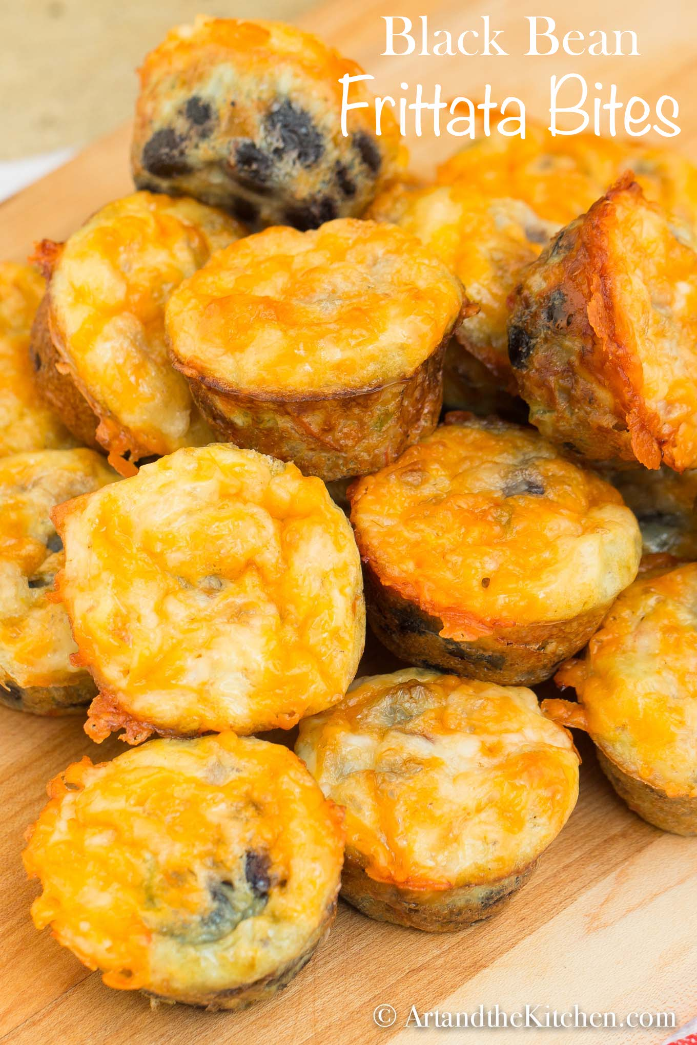 Black Bean Frittata Bites are easy to make, super healthy, and an excellent source of protein and fibre. They are terrific for breakfast or to pack in the school lunch box #eggbites #blackbeans via @artandthekitch